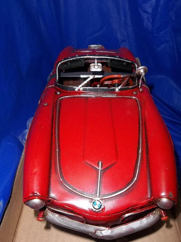 63-302  модель машины BMW красная