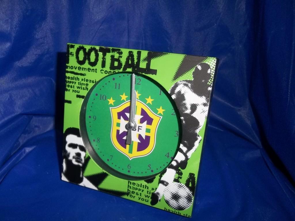 64-18  часы футбольные клубы  Бразилия